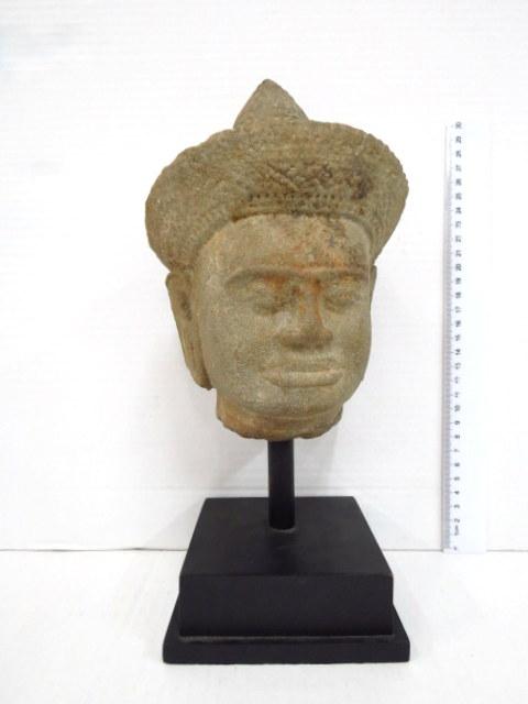 ראש פסל, אבן חול, גילגול של האל וישנו , המאה ה11, קמבודיה, תקופת טופון