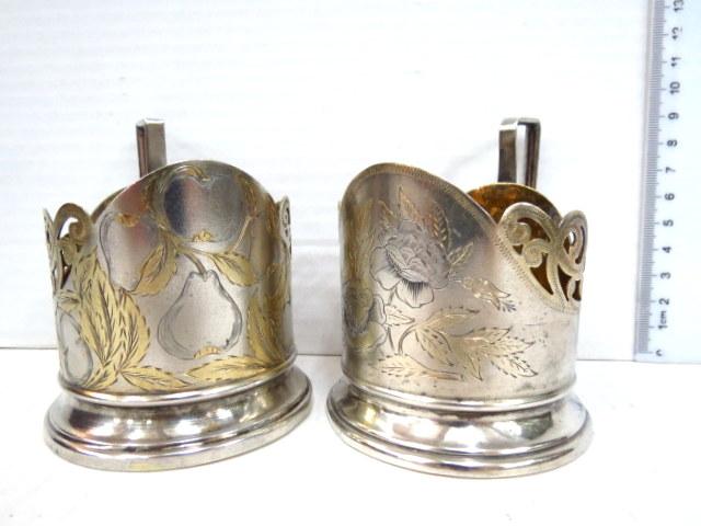 זוג מחזיקי כוסות תה, כסף רוסי תחילת המאה ה20, עם חריטת אר-נובו,