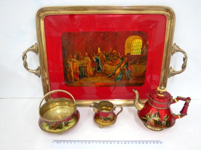סרוויס כסף 84  עם אמייל, תחילת המאה ה20, חתום Morozov, כל כלי עם ציור חצר הצאר איבן, כולל: מגש, קנקן קטן, כלי לסוכר וכלי לחלב