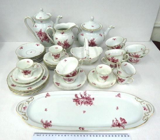סרוויס פורצלן חלקי תוצ Rosenthal לקפה, כולל: קנקן קפה, קנקן תה, קנקן מים, שבעה ספלים עם שבע תחתיות, חמישה ספלי מוקה עם שבע תחתיות, ארבע צלחות עוגה, פלטה