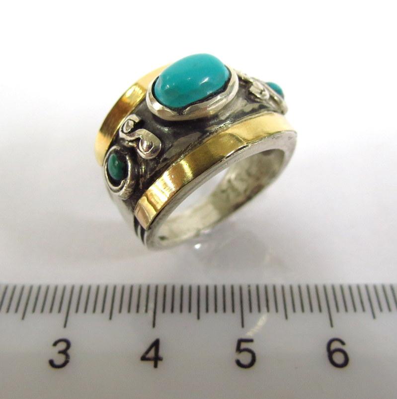 טבעת כסף עם שיבוץ טורקיזים וזהב