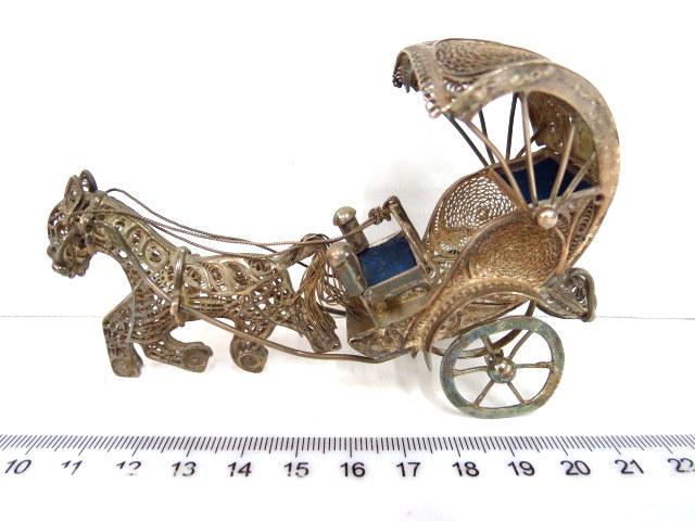קישוט כסף פיליגרן, צורת עגלה עם סוס