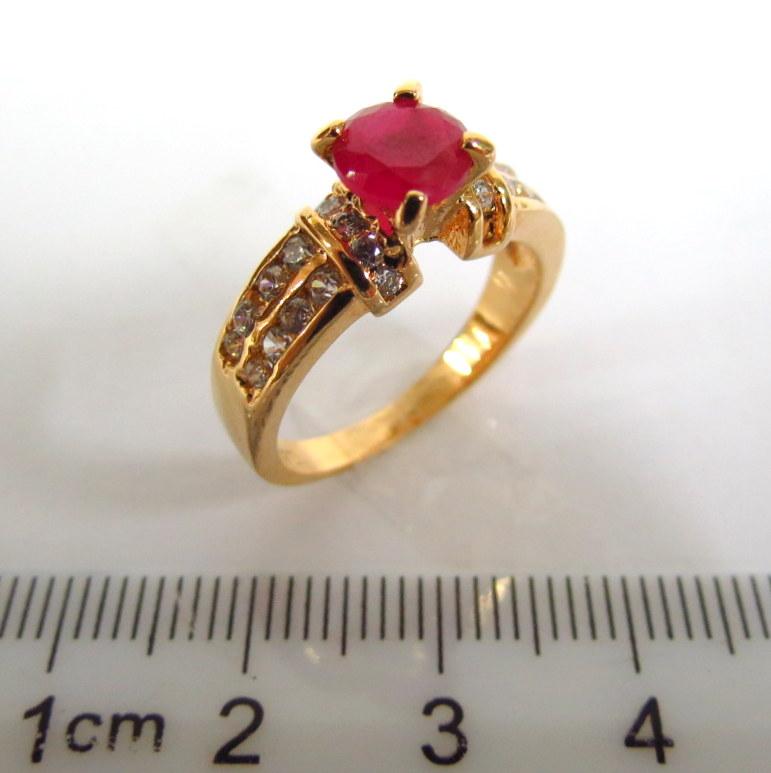 טבעת כסף מוזהבת משובצת עם רובי וזירקונים