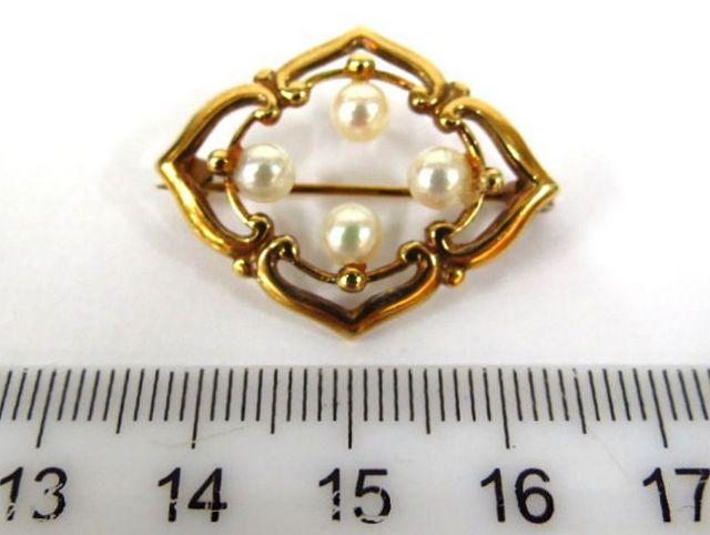 סיכת זהב 14K משובצת בארבע פנינים