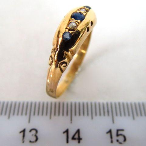 טבעת זהב 18K, עם שיבוץ אבני חן