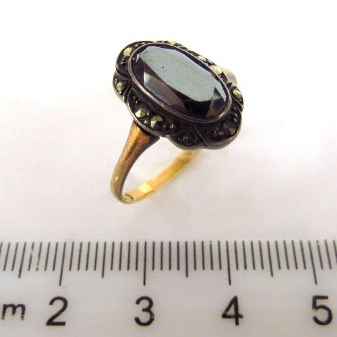 טבעת זהב משובצת במרכזיטים ואוניקס