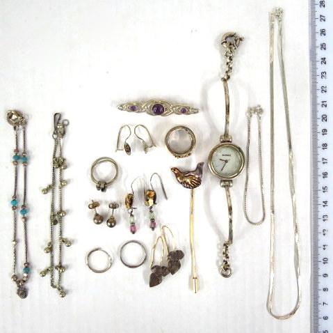 לוט תכשיטי כסף שונים, שעון וכו' משקל כולל השעון 74 גרם ברוטו