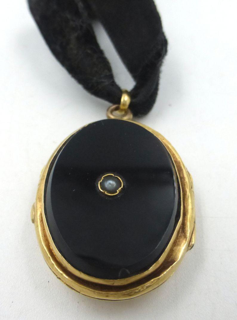 קופסת תליון זהב 15K, עם אוניקסים אובליים ופנינה זעירה, 8.2 גרם