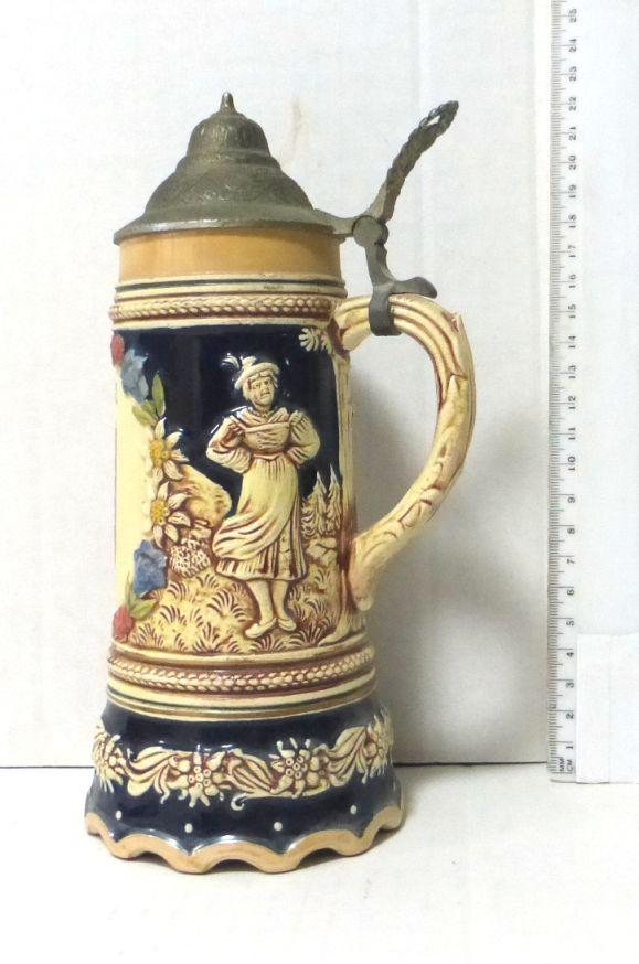 """כוס-כד קרמיקה לבירה, מזכרת לפרנקפורט ד.מ. עם מנגנון נגינה (לא תקין), אמור לנגן """"לילי מרלן"""", גובה 22 ס""""מ"""